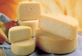 Козий выдержанный сыр Black Label 2-х месячной выдержки.
